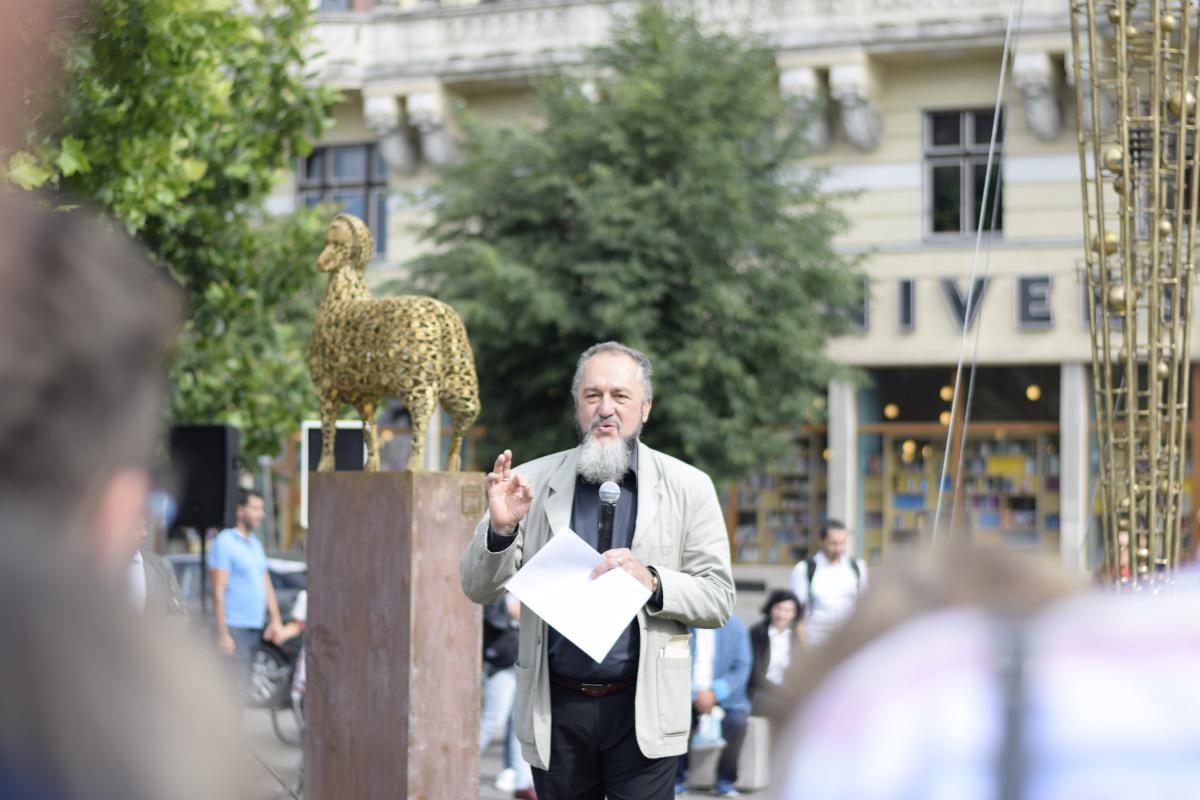Sculptorul Liviu Mocan